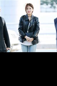 Sao Hàn sành điệu với áo khoác da